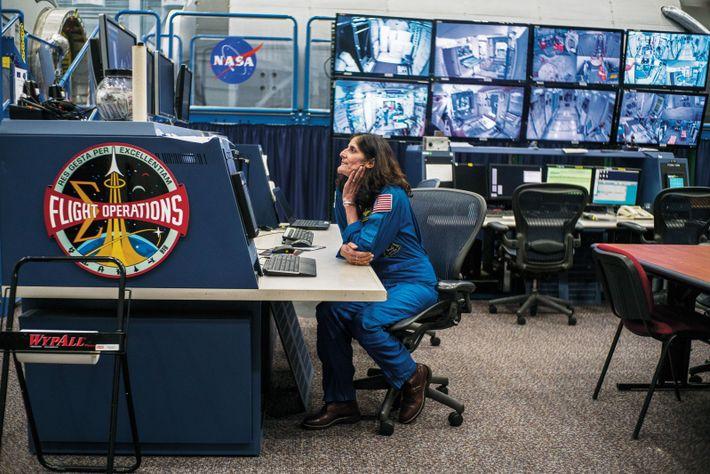 L'astronaute de la Nasa Suni Williams, dont le père est né en Inde, a séjourné par ...