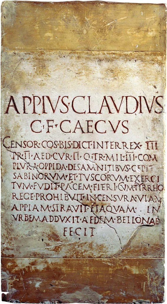 Élu censeur en 312 av. J.-C., Appius Claudius, dont le nom figure sur cette inscription datant du 4e siècle av. J.-C., finança ...