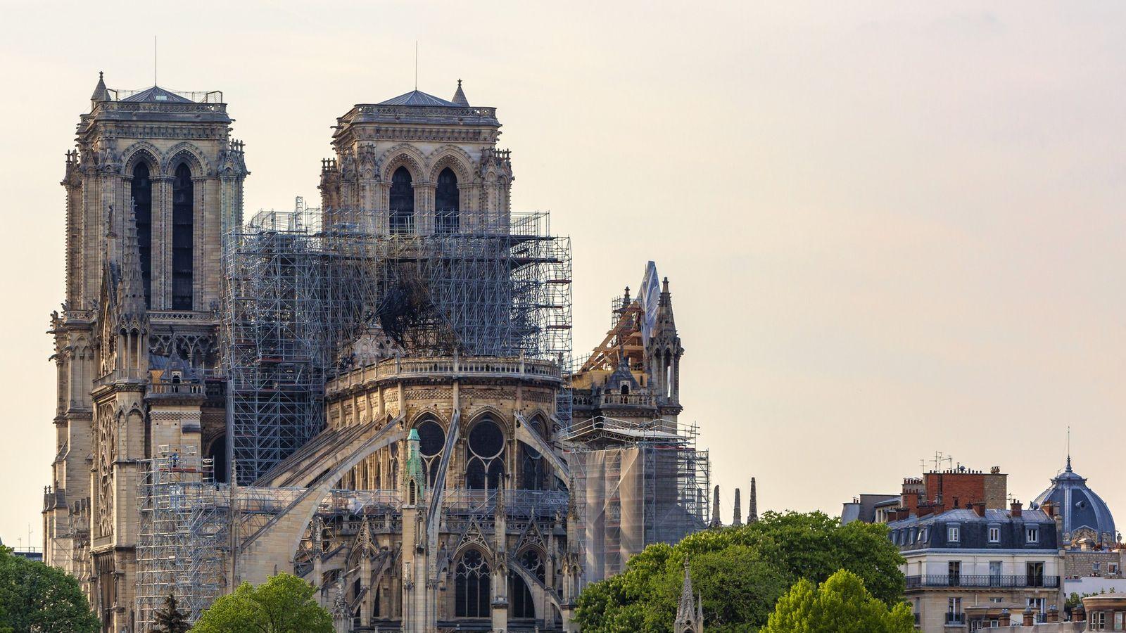 Vue surNotre Dame après le feu qui ravagea une partie de la cathédrale le 15 avril ...