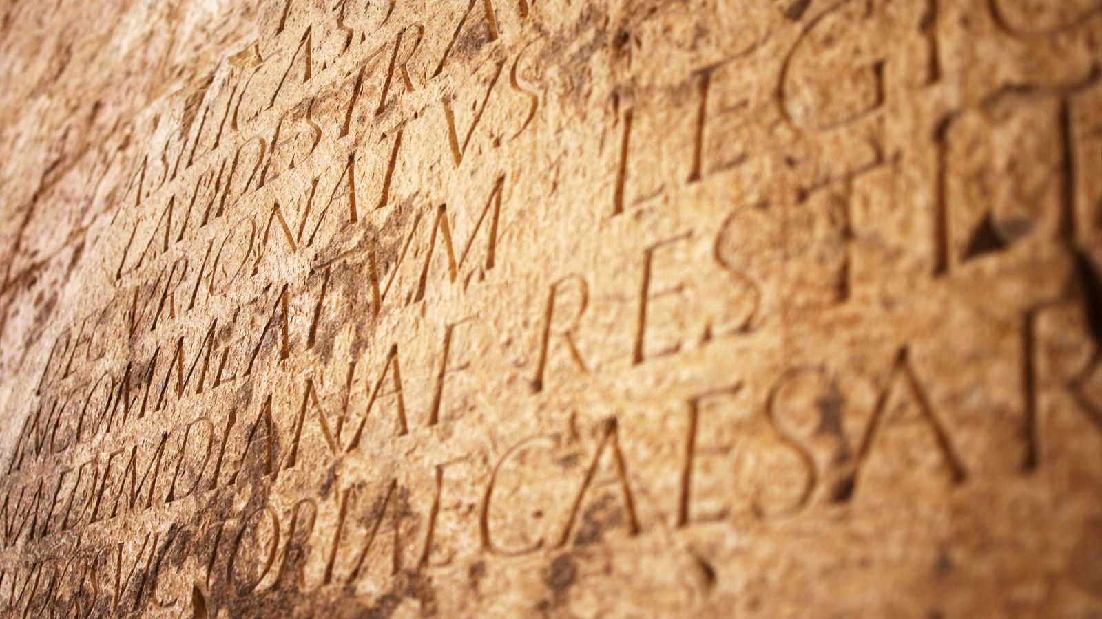 Outre les Acta diurna, César crée les Acta senatus. Paraissant sans réelle périodicité, ils constituent une ...