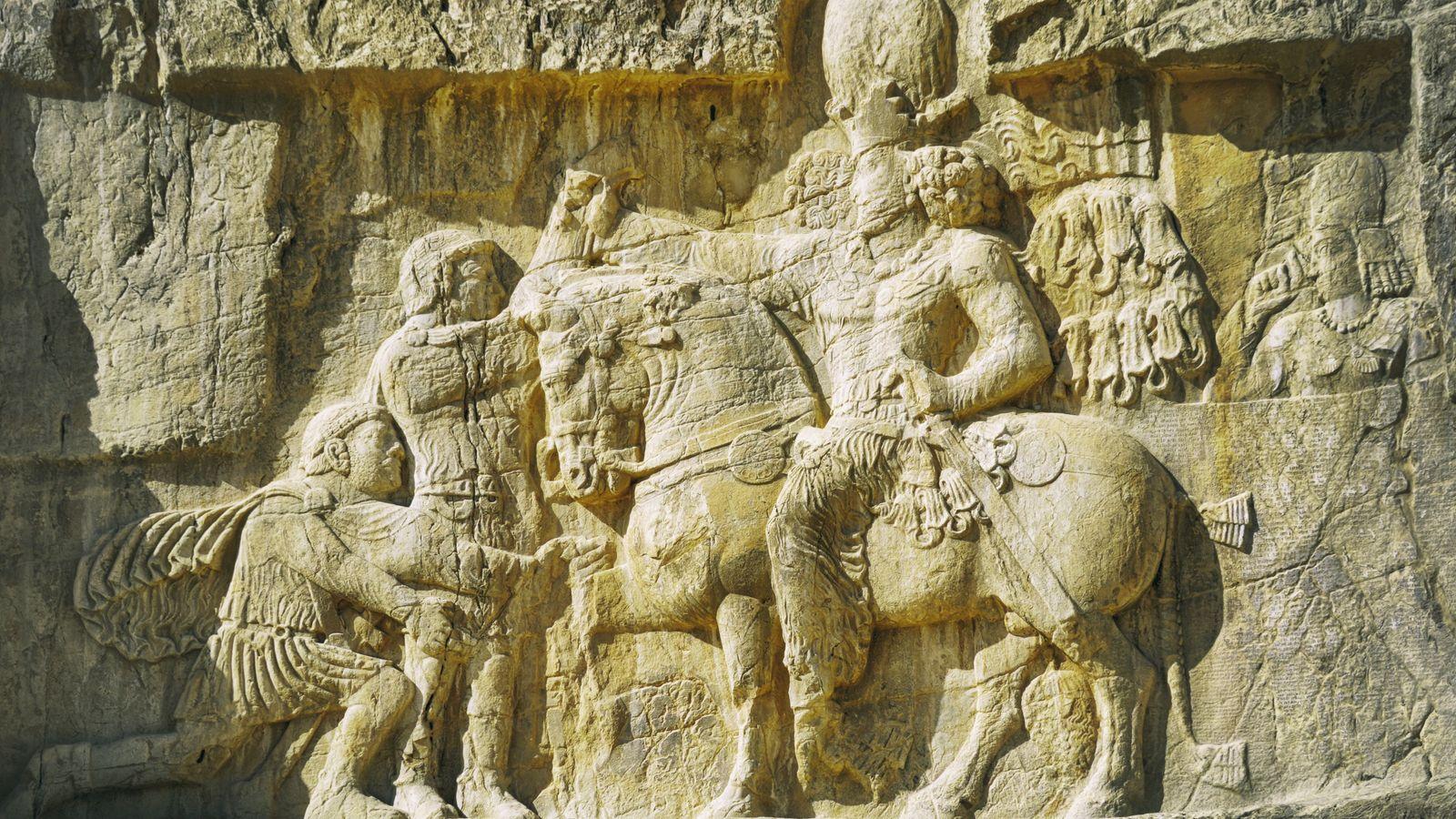 Située à 12 km de Persépolis, la nécropole de Naqsh-i Roustem abrite les tombes de quatre ...