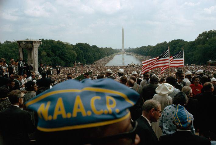 La foule pacifique rassemblant 250 000 personnes s'étendait du Lincoln Memorial, d'où la photo a été prise jusqu'au Washington ...