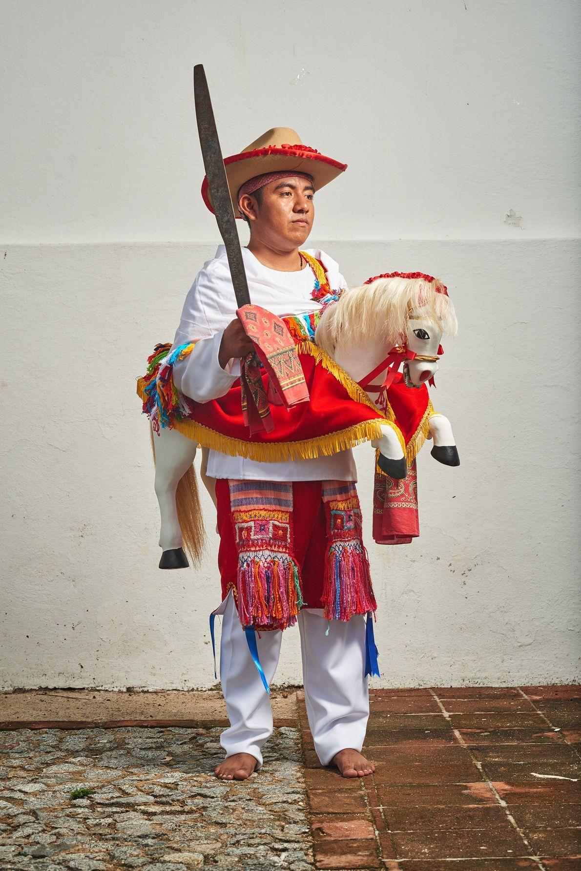Les habitants de Jamiltepec vénèrent Jacques de Zébédée dans une danse où ils représentent l'apôtre à ...
