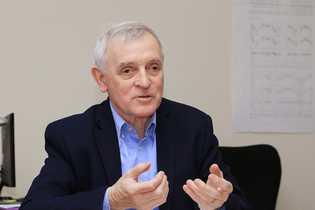 Le climatologue Jean Jouzel, ancien vice-président du groupe scientifique du GIEC, est membre de l'Académie des Sciences.