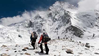 Ces alpinistes seront-ils les premiers à réaliser une ascension hivernale du K2 ?