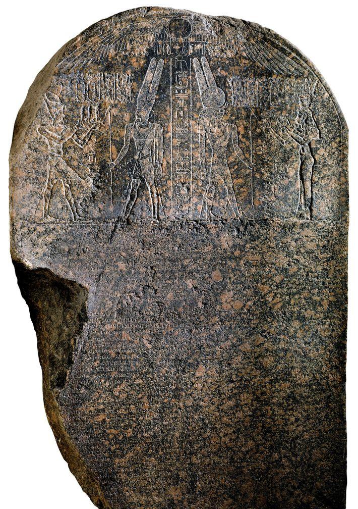 Les figures de Césarion (à gauche) et de Cléopâtre (à droite) ont été gravées sur des ...
