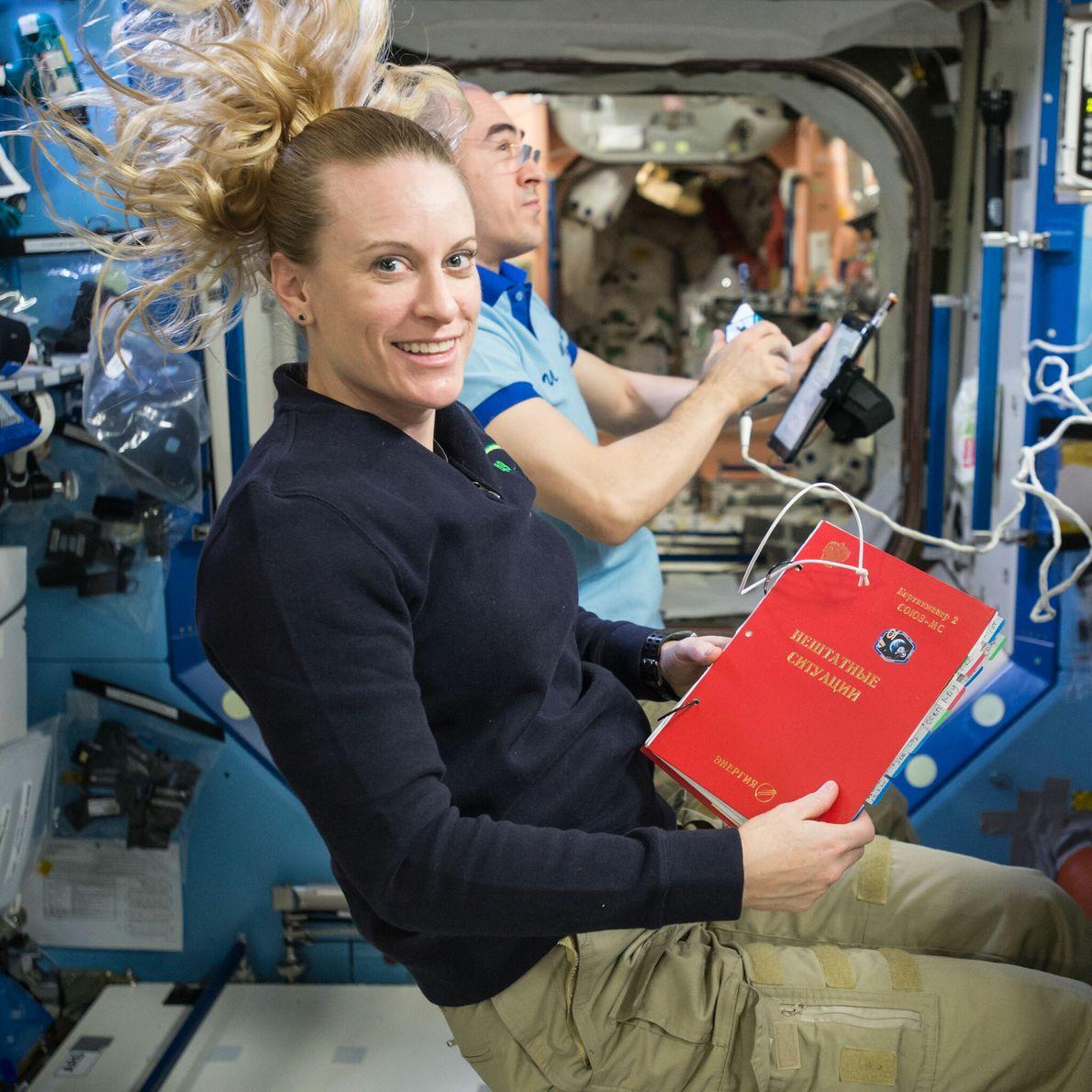 Kate Rubins - promotion d'astronautes 2009, actuellement à bord de la Station spatiale internationale.