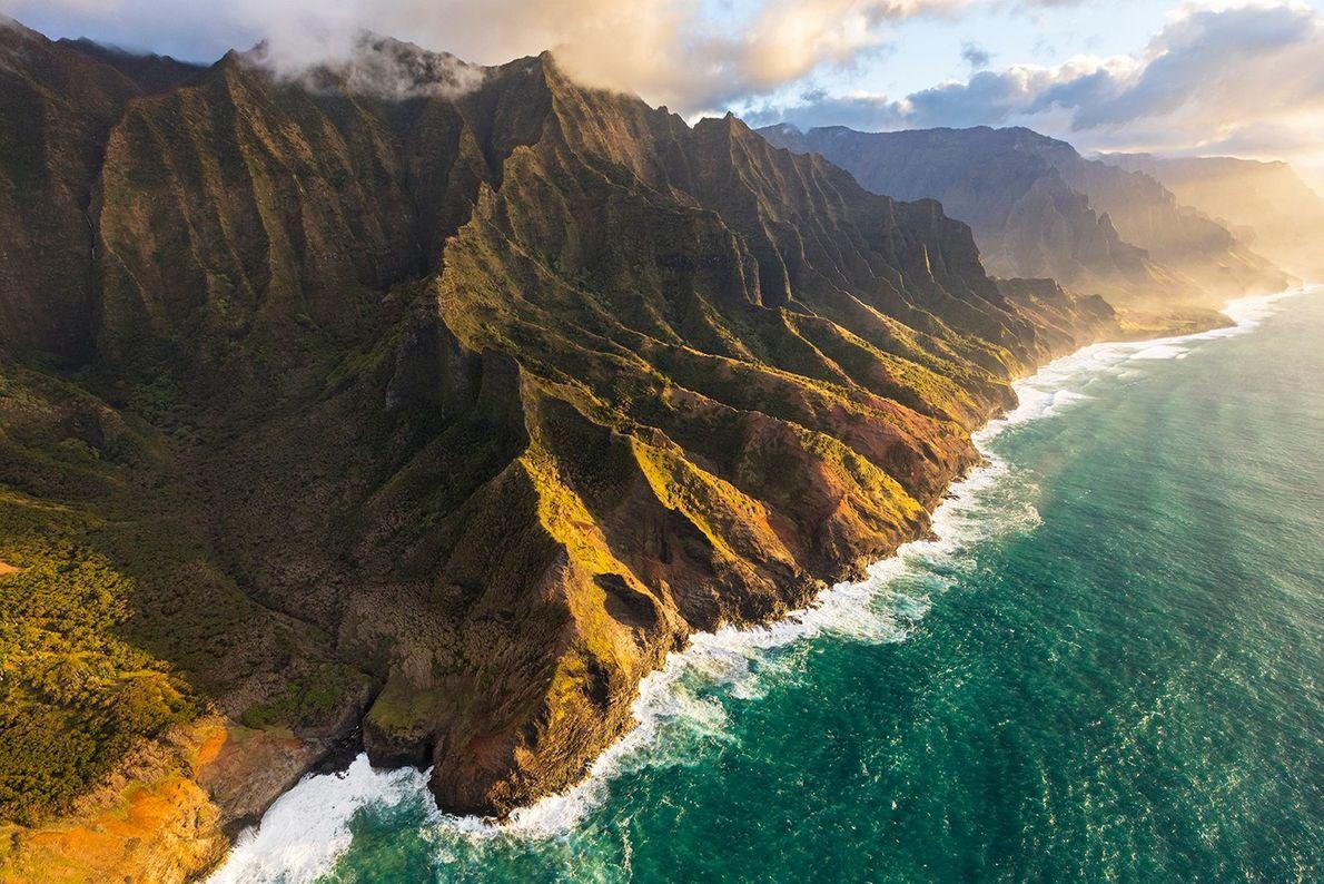 Surnommée l'île jardin pour ses forêts pluviales luxuriantes et non exploitées, l'île hawaïenne de Kauai se ...