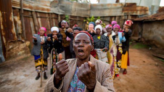 Pour se défendre face aux jeunes délinquants de Korogocho, ce groupe de femmes a appris l'auto-défense.