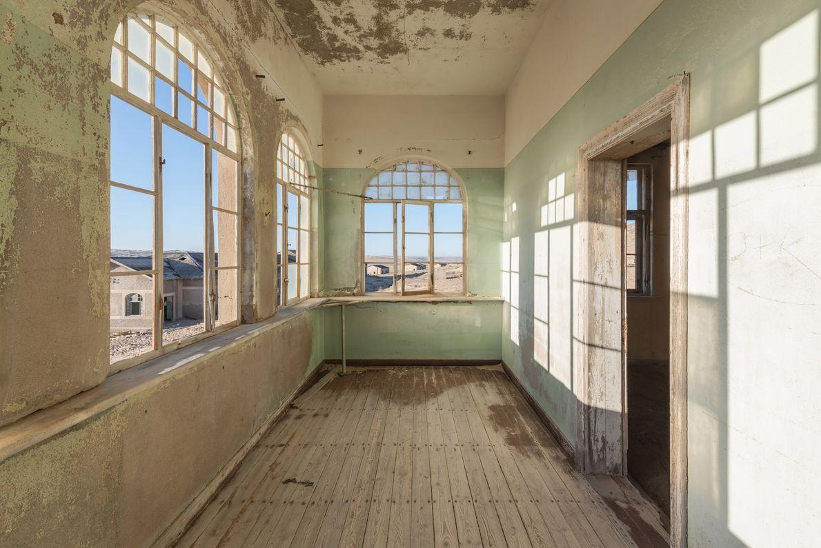 Bien que située au milieu d'un désert, Kolmanskop disposait de plusieurs infrastructures de luxe, dont un ...