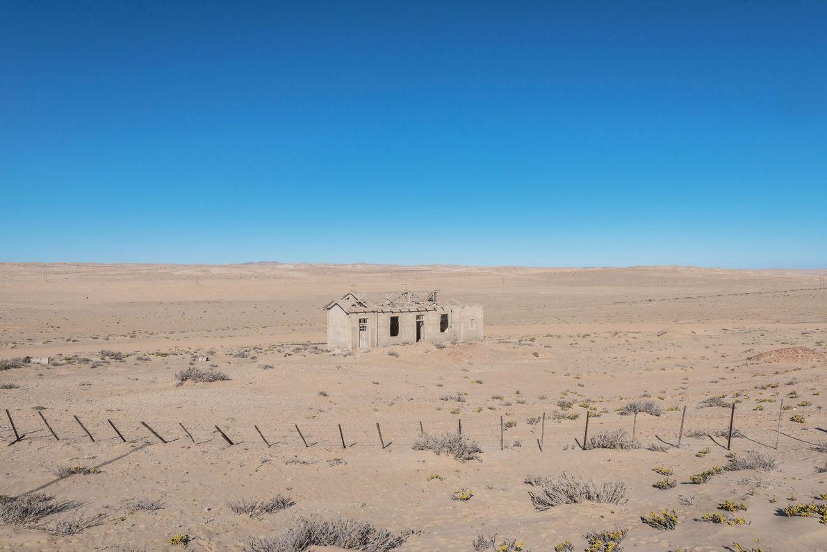 """Le nom de la zone était annonciateur de son sort : Kolmanskop, comprenez """"la butte de ..."""