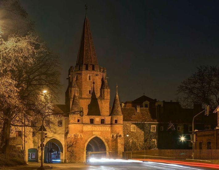 La porte Sainte-Croix (Kreuztor) érigée à Ingolstadt, la ville bavaroise au conservatisme politique et religieux que ...
