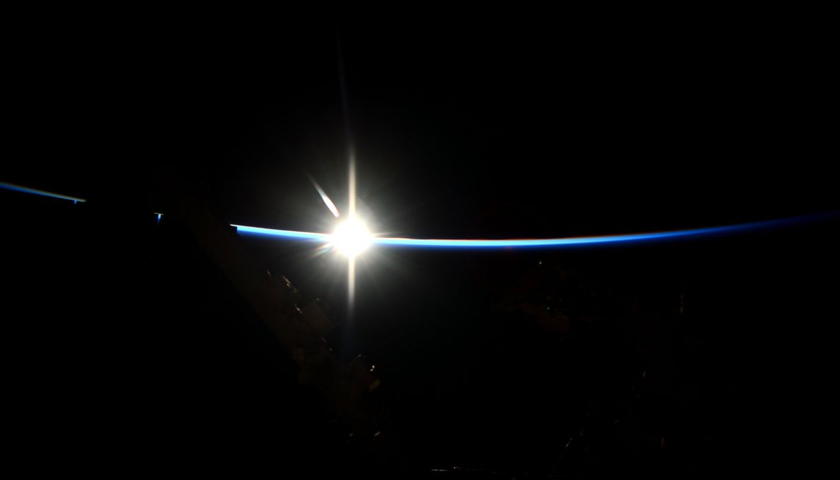 L'aube sur la station spatiale