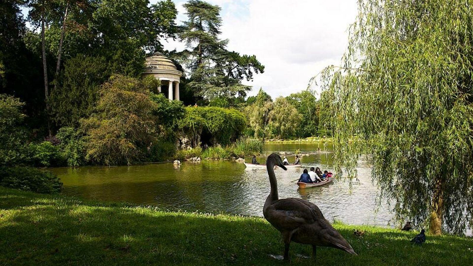 Le lac artificiel de Daumesnil à Paris, dans le 12e arrondissement.