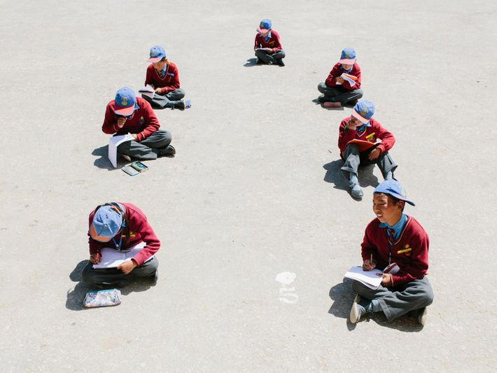 À l'école Lamdon, établissement engagé dans la préservation des traditions et de la culture du Ladakh, ...
