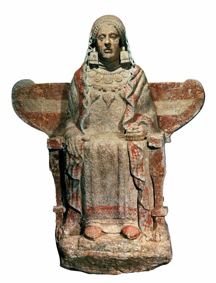 Découverte en 1971, la Dame de Baza est venue gonfler les rangs des statues vivement colorées ...