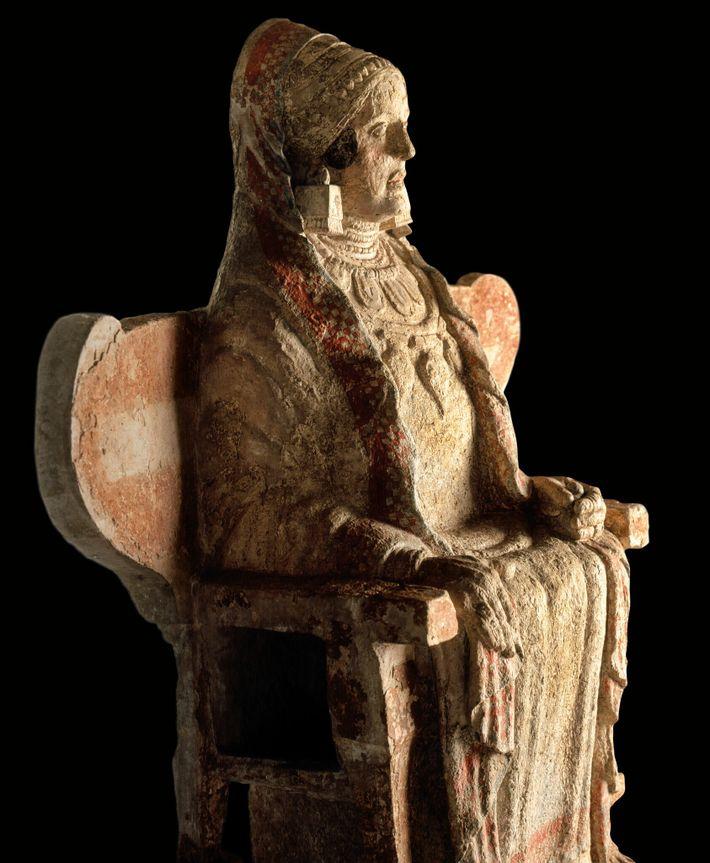 Assise sur un trône ailé, la Dame de Baza a été découverte dans une nécropole ibère ...