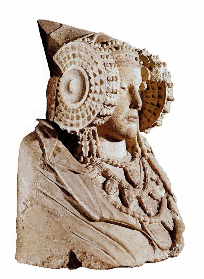 La Dame d'Elche, 4e siècle avant notre ère. Statue funéraire ibère. Musée archéologique national d'Espagne, Madrid.