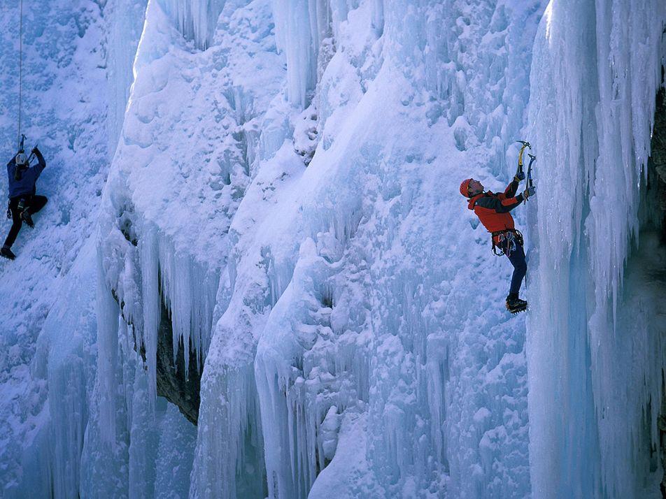 5 lieux incroyables pour pratiquer l'escalade glaciaire