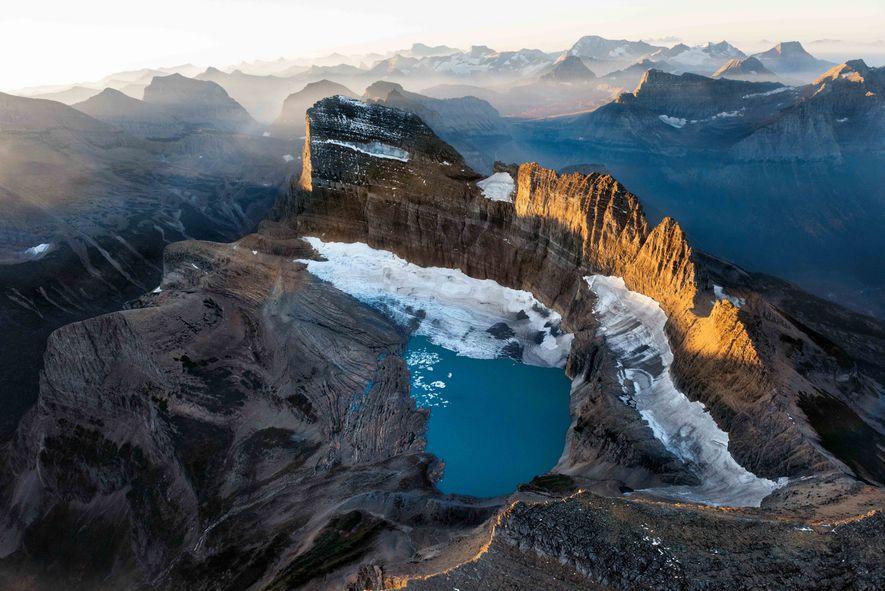Parc national de Glacier, Montana Les glaciers ont façonné l'arête rocheuse de Garden Wall. Celui de ...