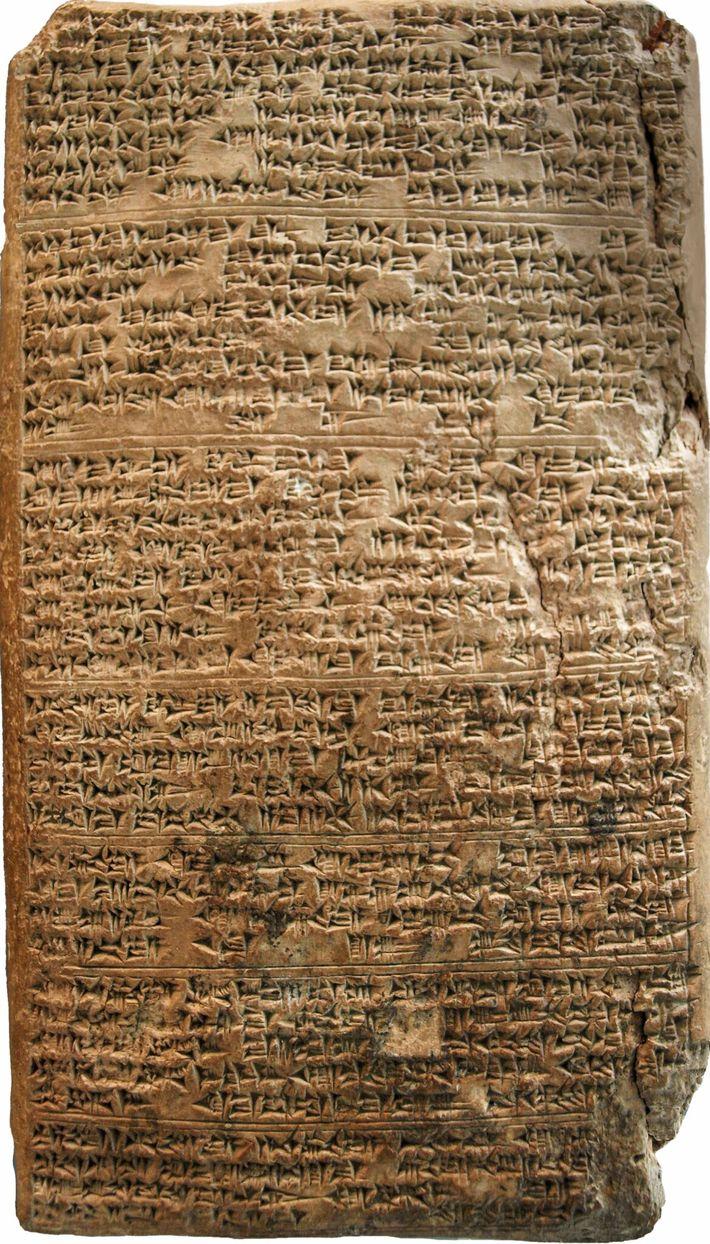 Rédigée en écriture cunéiforme par Tushratta du Mitanni, la lettre 19 d'Amarna a pour destinataire le pharaon ...
