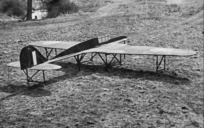 Les leurres comprenaient également de faux avions de guerre qui étaient placés là où les pilotes ...