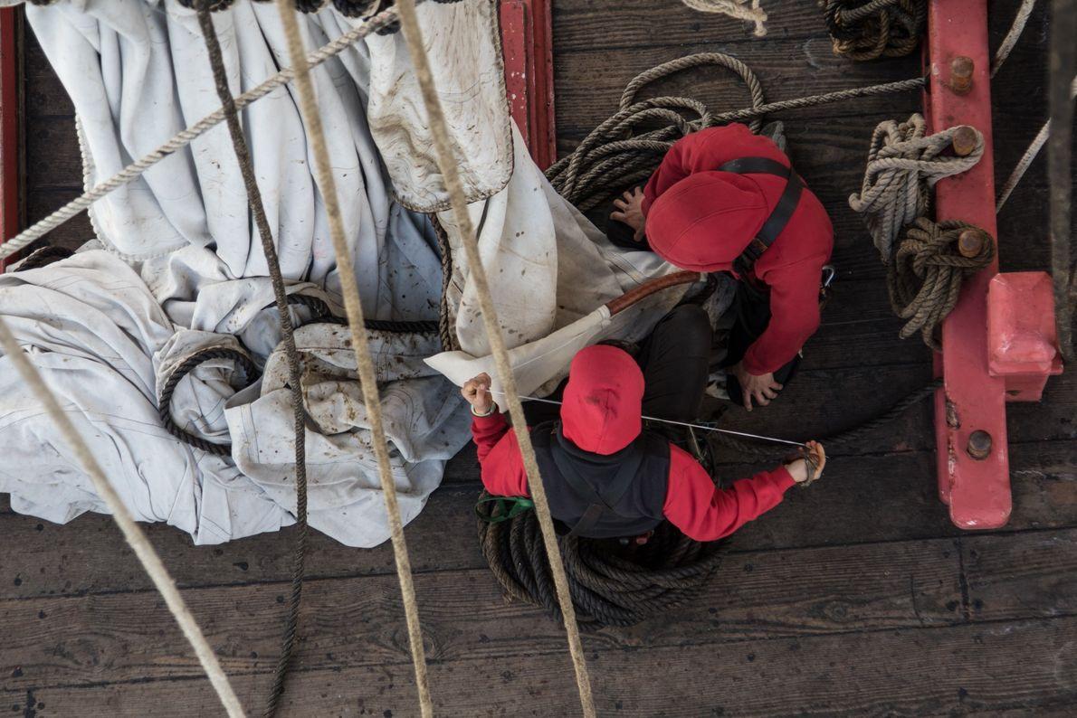 Avant de naviguer, les gabiers passent la majorité de leur temps au chantier de l'Hermione et ...