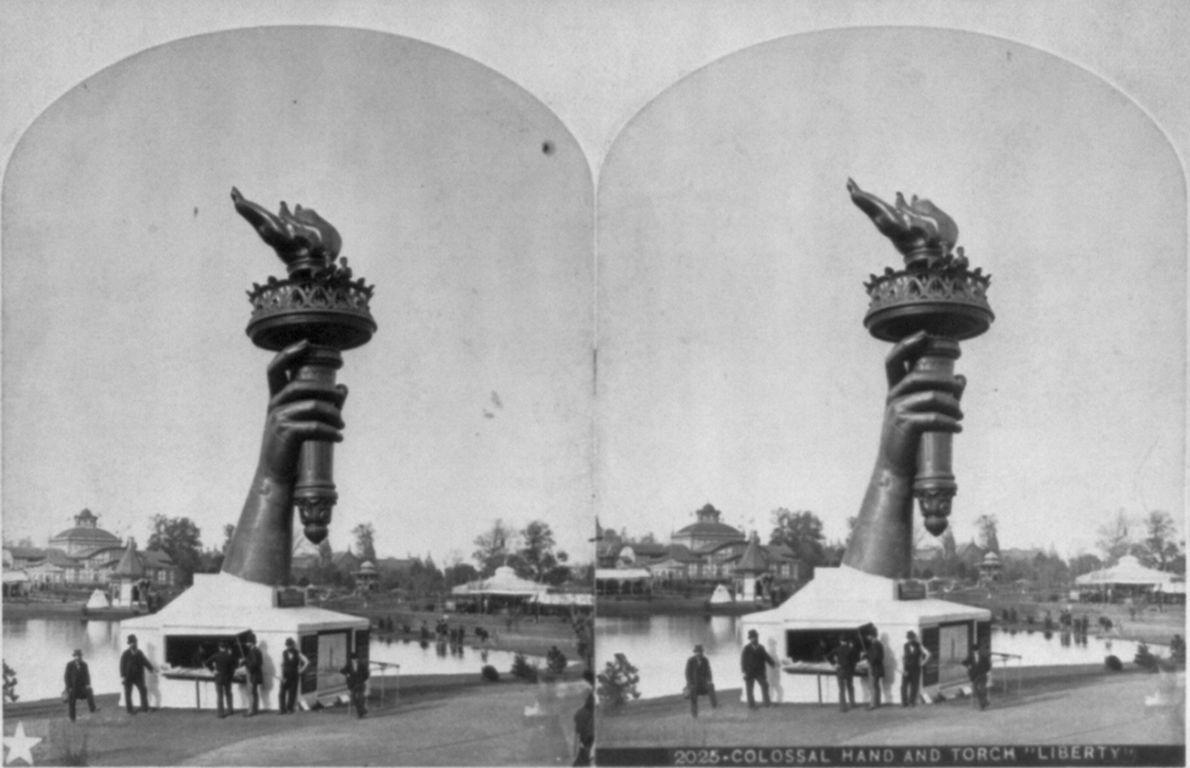 Bras et flambeau de la statue de la Liberté