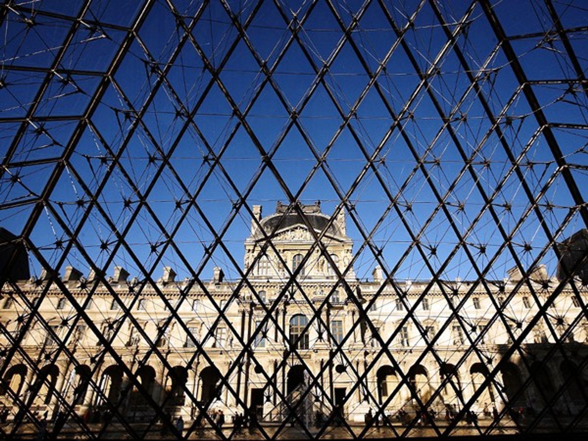 musee-du-louvre-pyramide-paris-France