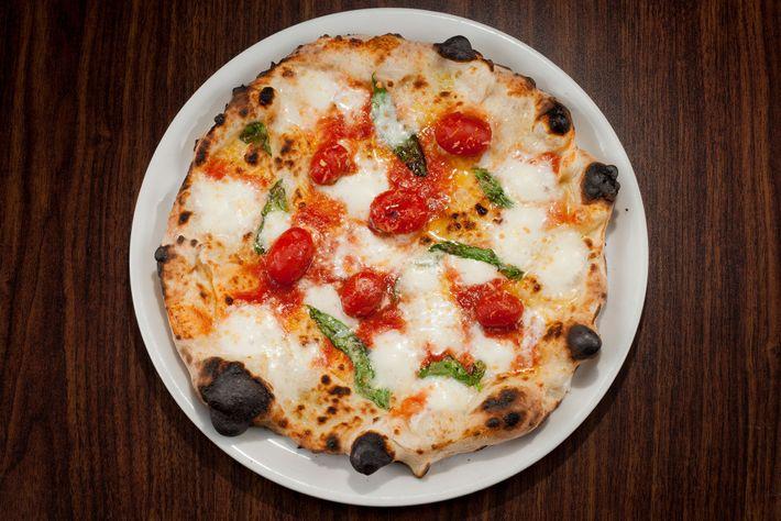 La pizza Marinara, dont la croûte est à tomber et la mozzarella fumée un incontournable.