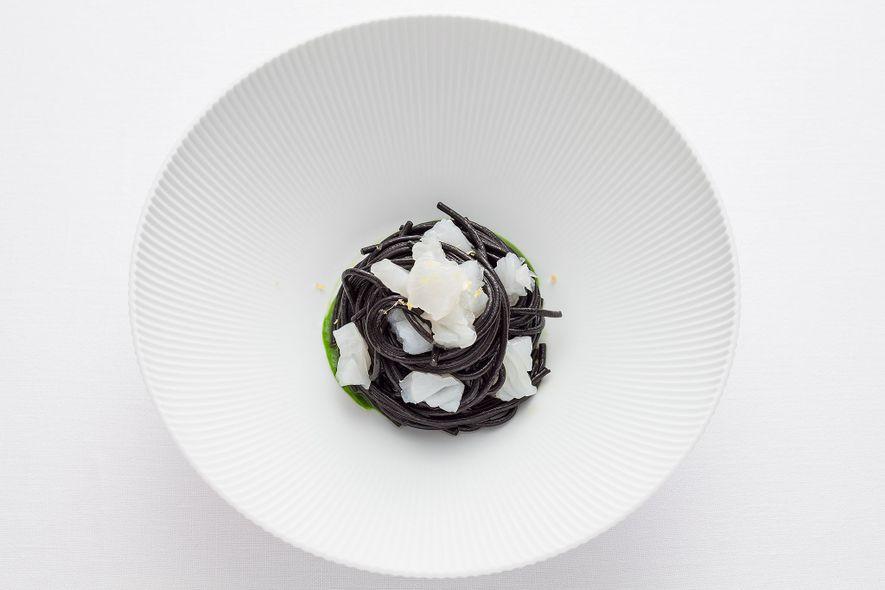 Les pâtes à l'encre de seiche du restaurant Bulgari il Ristorante-Luca Fantin ont fait sa renommée.