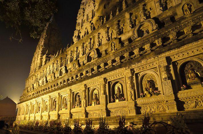 Le temple de la Mahabodhi, situé à Bodhgaya, dans le Bihar en Inde, est le lieu ...