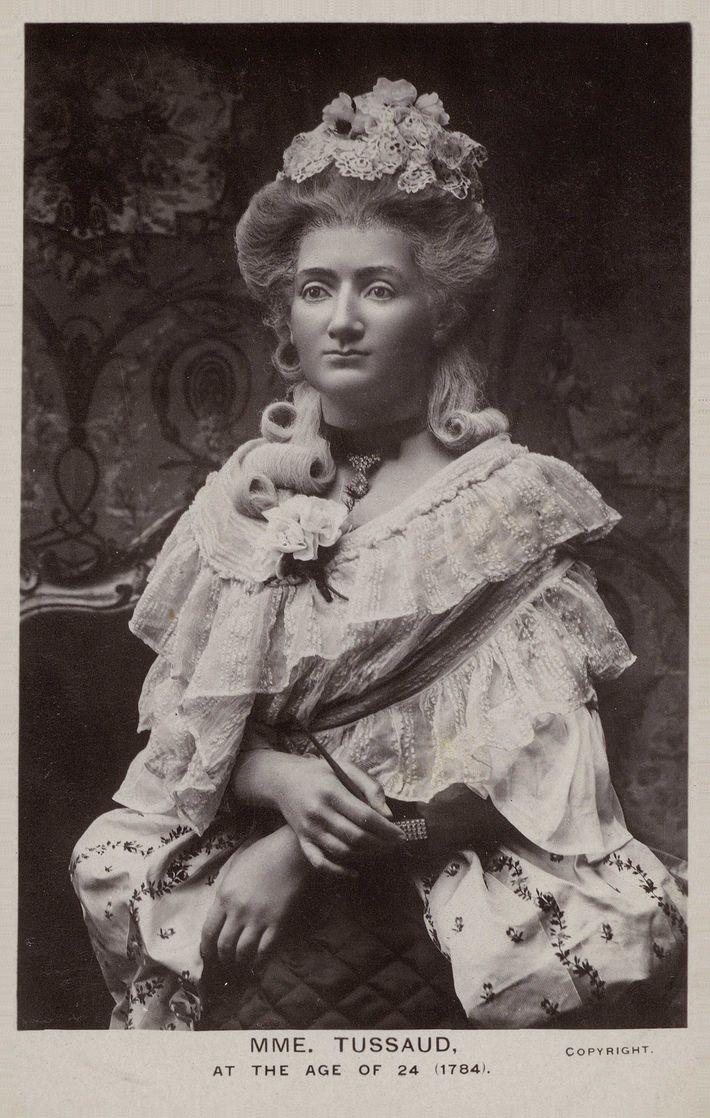Cette sculpture de cire représentant Marie Grosholtz fut réalisée en 1784 par le mentor de cette ...