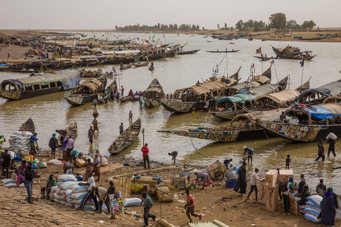 Sur le fleuve Niger, la ville portuaire de Mopti était autrefois resplendissante, on la surnommait la ...