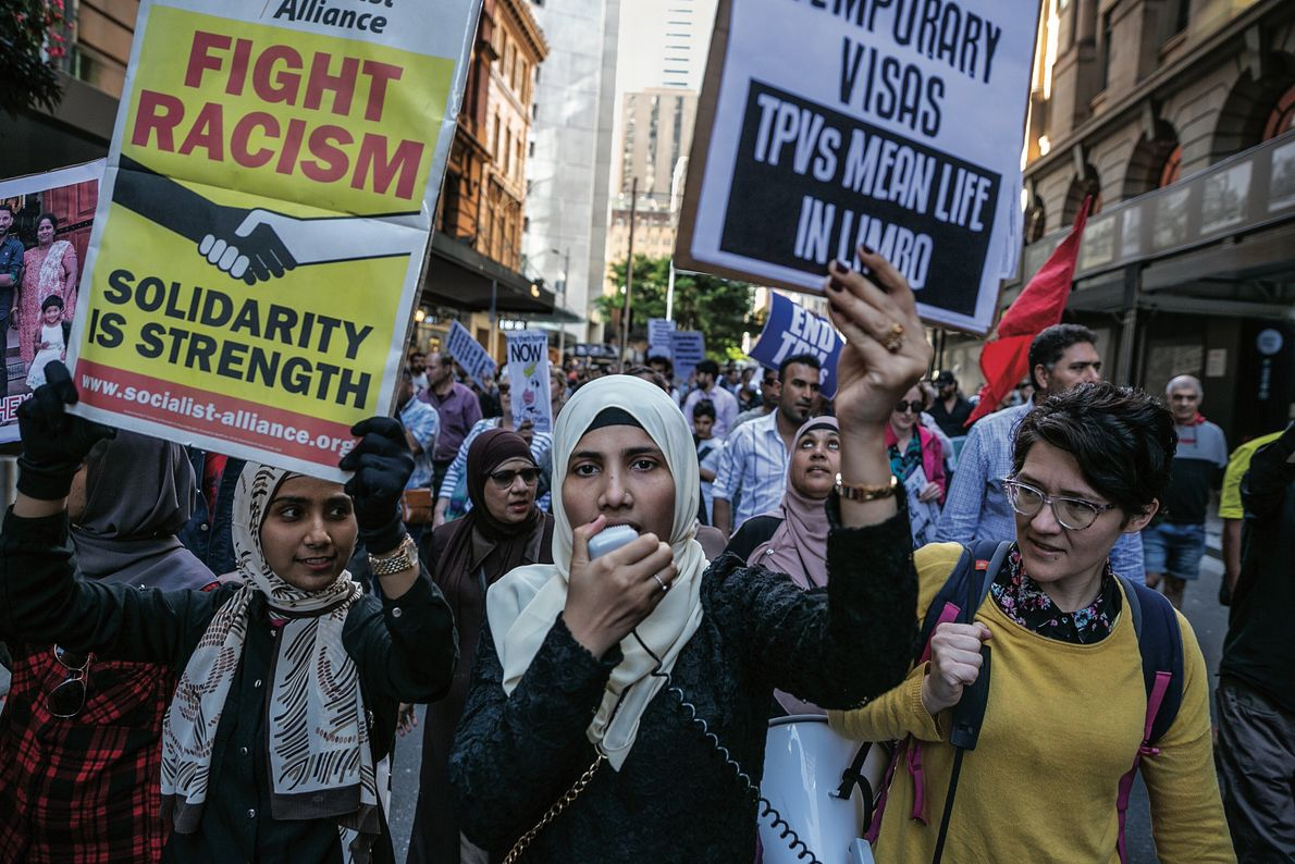 Sajeda (au centre) manifeste pour réclamer des droits pour les réfugiés en Australie, où beaucoup n'ont ...