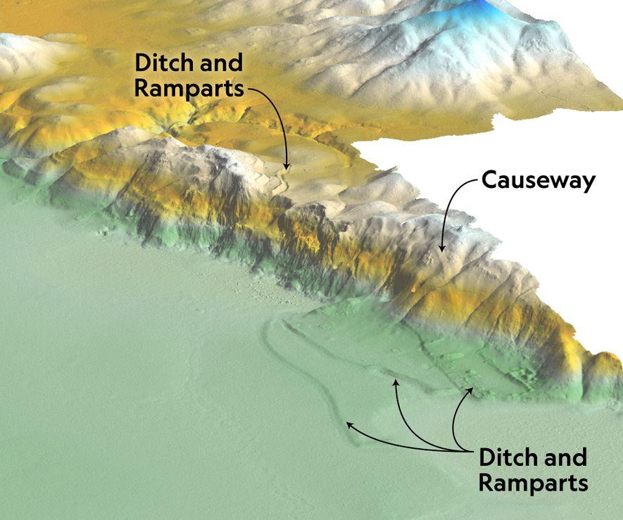 LiDAR supprime numériquement la forêt dense qui recouvre cette crête, révélant d'anciennes structures défensives. Le site ...