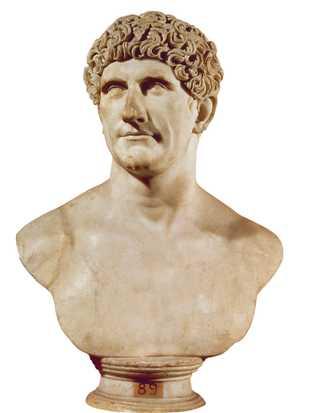 Amant de Cléopâtre et père de trois de ses enfants, Marc Antoine a affronté Auguste, l'héritier de ...