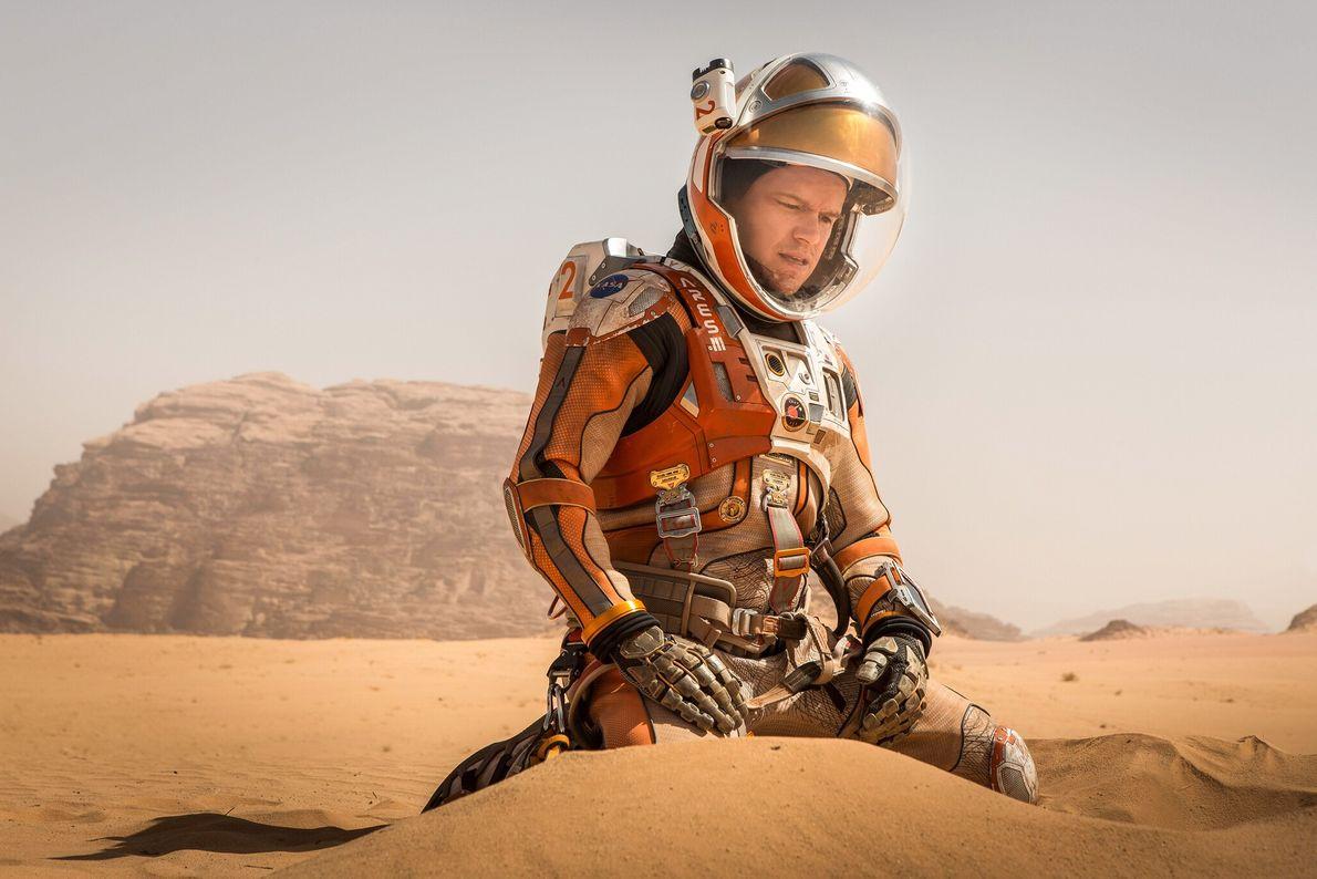 2015 : Seul sur Mars  Le film de survie futuriste d'Andy Weir raconte comment, alors que son équipage le ...