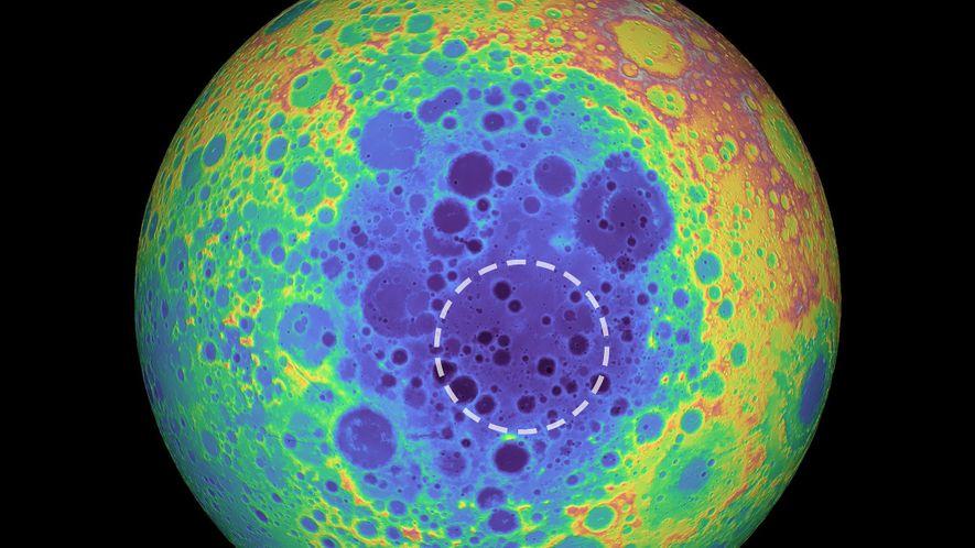 Cette image en fausses couleurs montre la topographie de la face cachée de la Lune, les ...