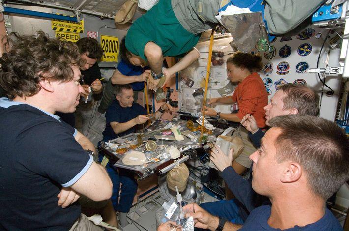 En juillet 2019, la navette spatiale Endeavour s'est amarrée à l'ISS. La station a alors accueilli son ...