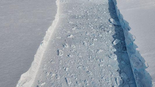 Photographie : L'iceberg B-46 se séparant de son glacier en Antarctique