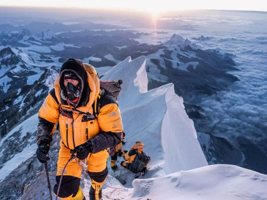 Everest : atteindre le plus haut point du monde est-il une question d'égo ?