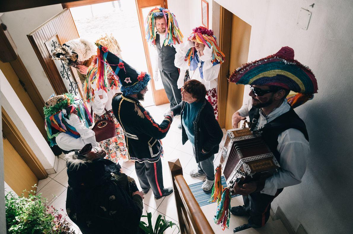 Les villages célèbrent le Pust de différentes façons, mais l'heure est toujours à la fête et ...