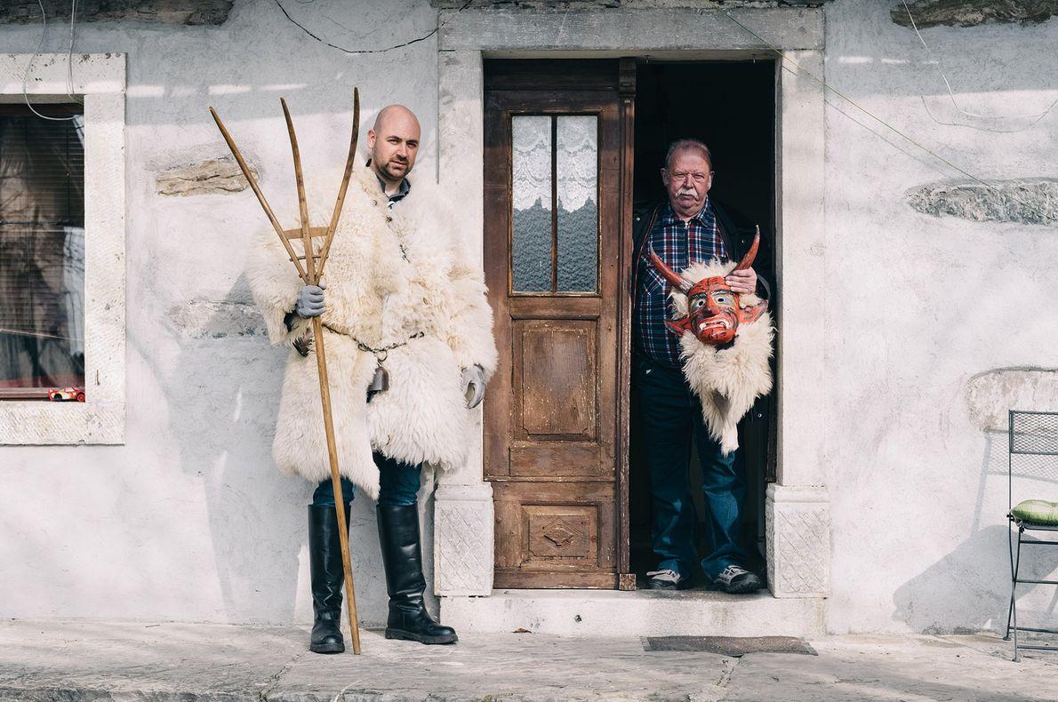 Dejan Žnidarčič et son père Branko sont les organisateurs du Liski Pust de leur village au ...