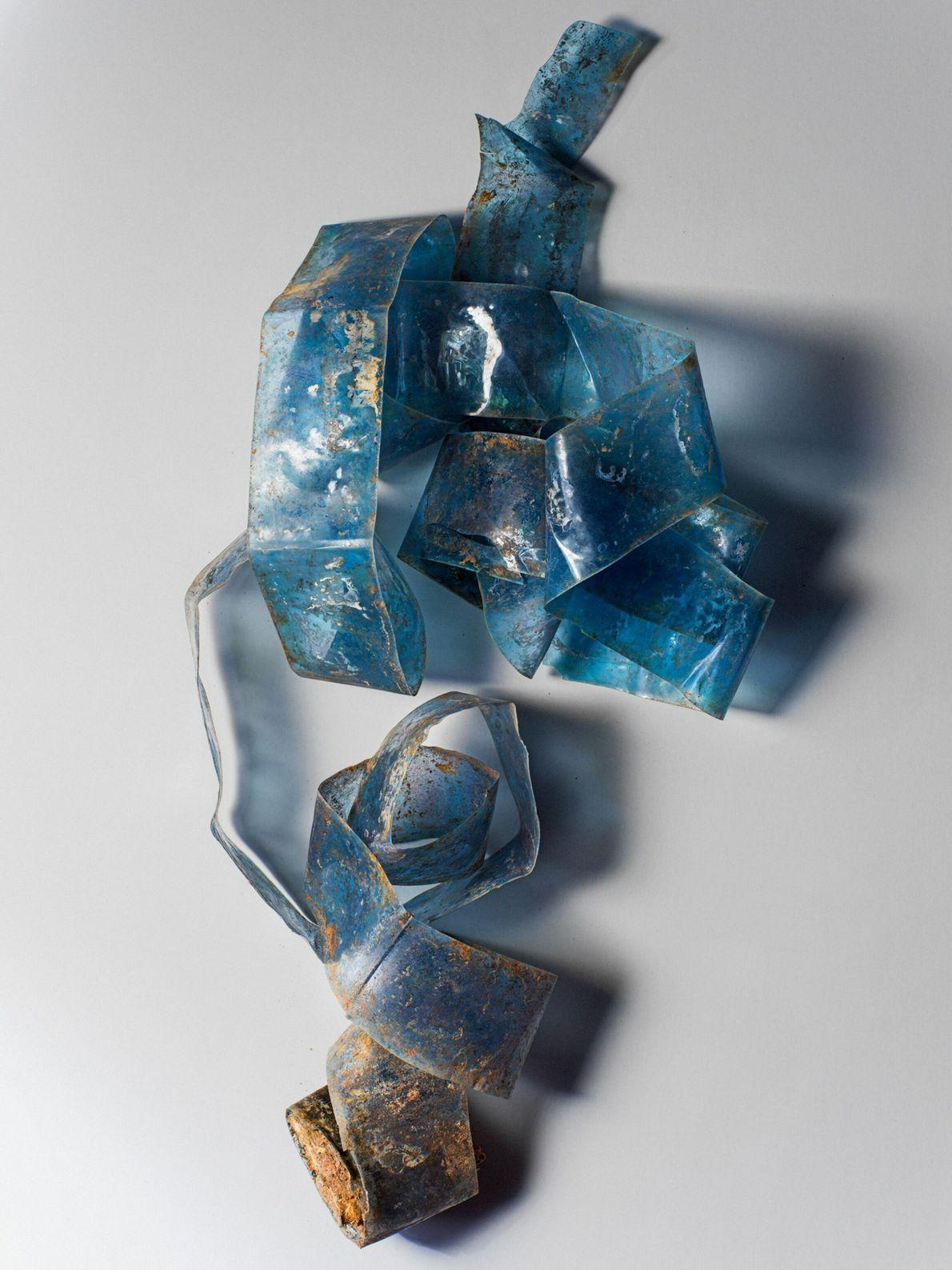 Certains objets autrefois banals semblent aujourd'hui presque désuets mais poignants. Un rouleau de plastique a été ...