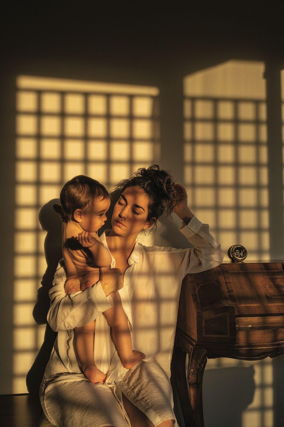 Du temps ensemble. Santiago, Chili. Un autoportrait montre Tamara Merino avec son fils, Ikal, pendant leur première semaine ...
