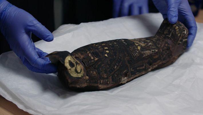 Interrogations autour d'une antique momie de bébé