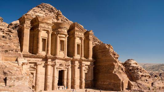 Quand les Bédouins ont déserté la cité antique de Pétra, cet homme est resté