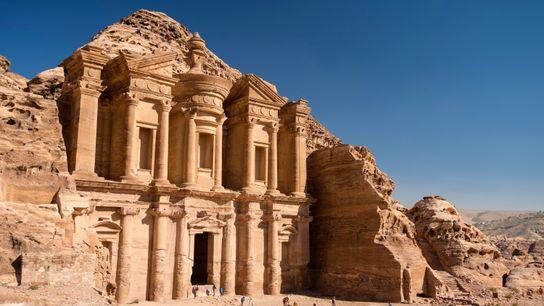 Quelques Bédouins vivent toujours à l'intérieur du site historique de Pétra, dont la construction remonte au ...