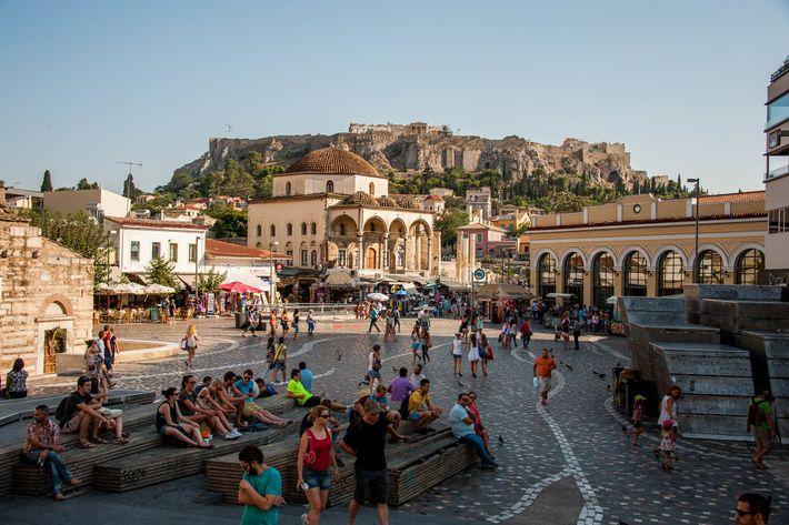 Le quartier de Monastiraki à Athènes est un endroit propice aux promenades des visiteurs.